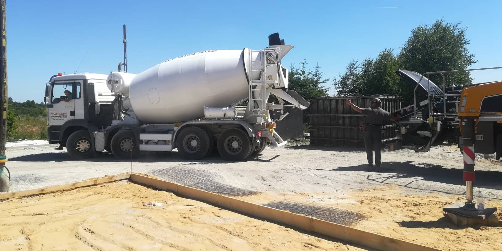Szamba betonowe z koparką